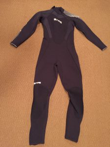 women-bare-wetsuit