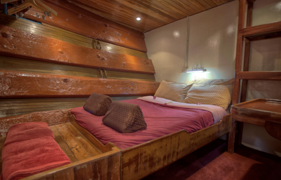 The Junk Liveaboard Double Bed Cabin
